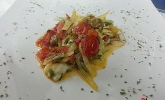 …Le delizie del palato: filetti di merluzzo con patate, pomodorini e capperi