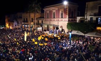 Ad Alcamo in 3 mila in piazza per Domenico Surdi