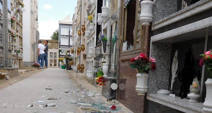 Calatafimi, atti vandalici al cimitero. Il Comune sporge denuncia contro ignoti