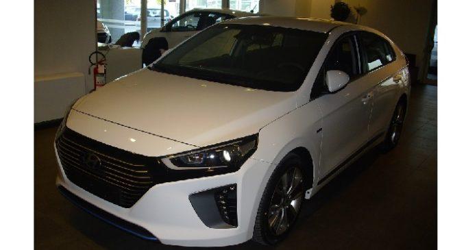La Hyundai presenta la sua prima ibrida: la Ioniq
