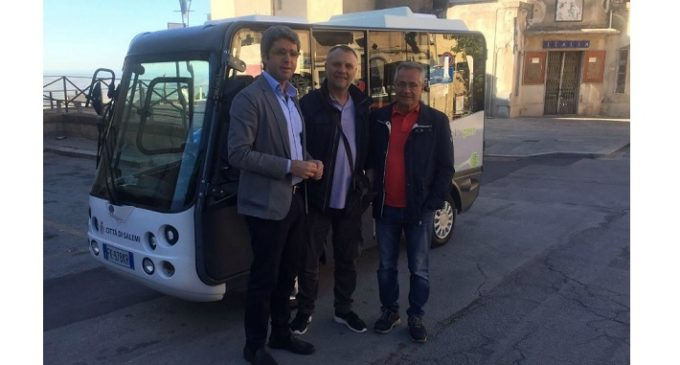 """Salemi, bus gratuito ed ecologico nel centro storico. Venuti: """"Valido ausilio per i salemitani"""""""