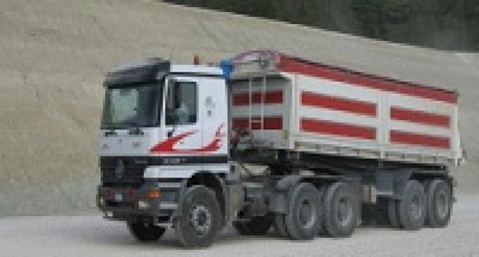 Menfi: si ribalta camion, traffico in tilt