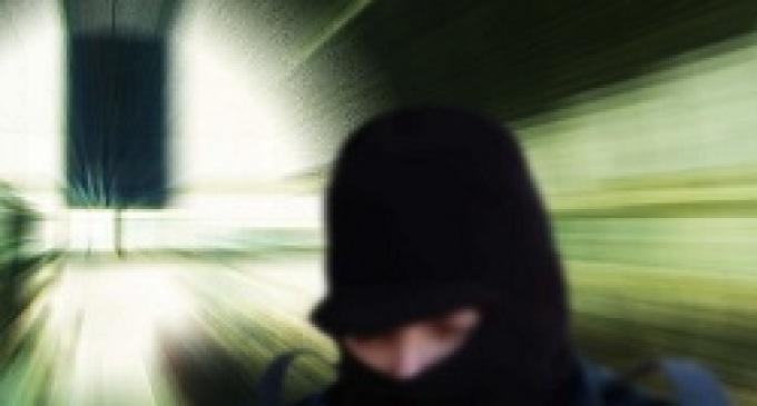 Triscina: tentativo di rapina, parte un colpo di pistola, feriti un gioielliere e la sua compagna