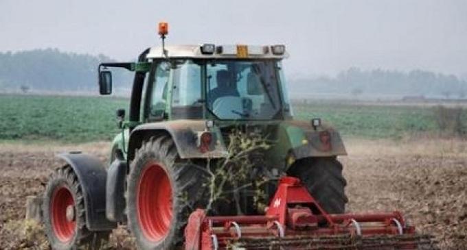 Falso cieco scoperto ad Alcamo: lavorava i campi alla guida di un mezzo agricolo