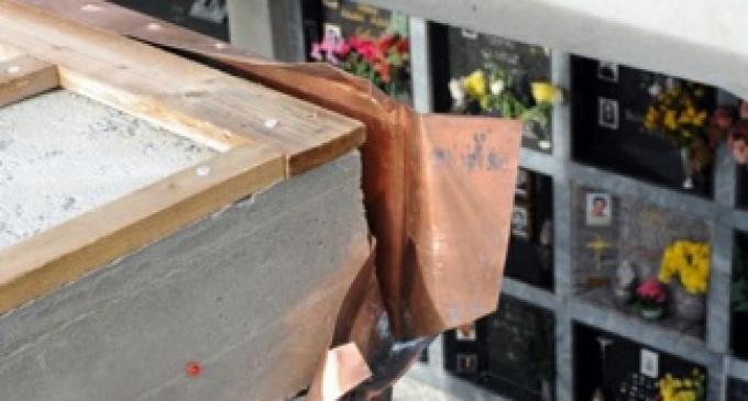 Salemi: furto al cimitero, portati via marmi e rame