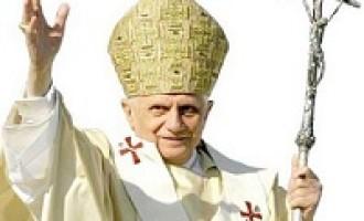 Benedetto XVI lascia il pontificato