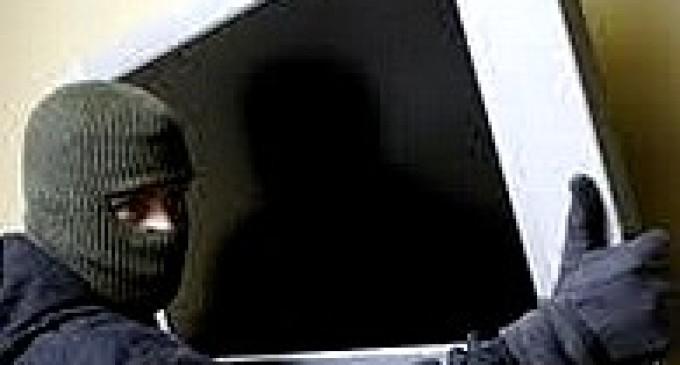 Rubano tv 36' a zia 90enne, denunciati