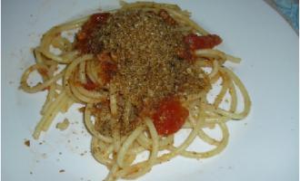 …Le Delizie del Palato: bucatini con mollica tostata e tonno