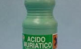 Catania: aggredisce l'ex compagno con l'acido muriatico
