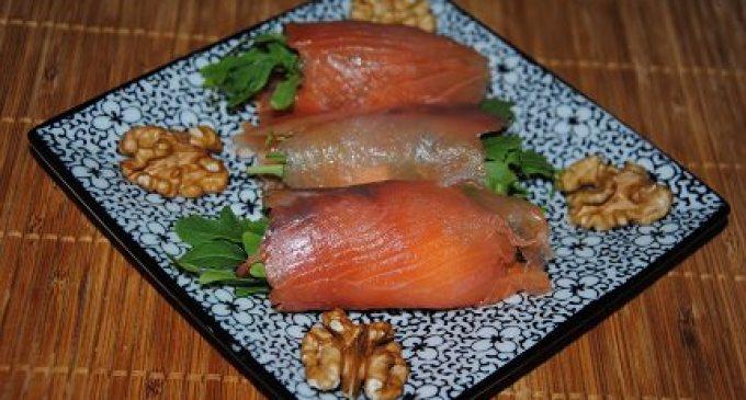 """""""…le delizie del PaLato"""": Involtini di salmone al caprino, noci e rucola"""