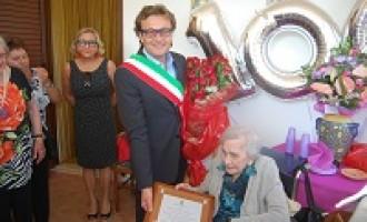 Castelvetrano: il Sindaco Errante festeggia i cento anni di Beatrice Castaldo