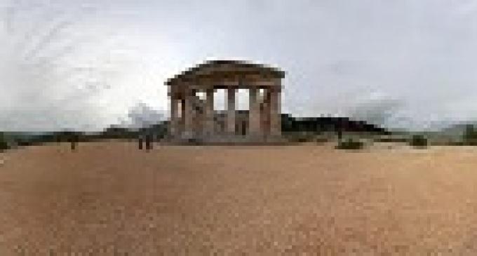 Segesta: brucia il parco archeologico