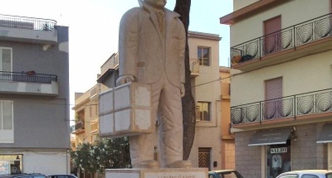 Partanna a stelle e strisce: inaugurata nella piazzetta di San Nicola la Statua dell'Emigrante
