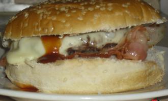 …Le Delizie del Palato: cheeseburger con bacon