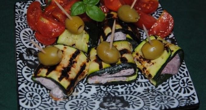 """""""…le delizie del PaLato"""": Involtini di zucchine con crema di robiola e olive nere"""