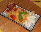 """""""…le delizie del PaLato"""": Linguine al pesto di Pomodoro con pomodorini datterini, Provola di Bufala Campana e veletta di speck croccante"""