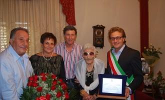 Castelvetrano: il sindaco festeggia i 100 anni di Nicolina Occhipinti