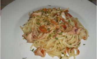 …Le Delizie del Palato: spaghettoni con calamari, triglie e tonno