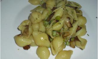 …Le Delizie del Palato: conchiglie con crema di funghi, melanzane e piselli