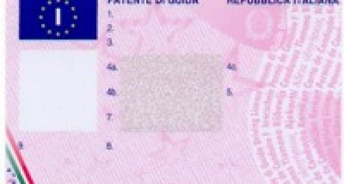 Pozzallo: guida da 60 anni senza patente, denunciata
