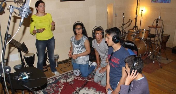 """""""Giovani in lab"""", i ragazzi tunisini creano l'inno di """"Voci del Mediterraneo"""""""