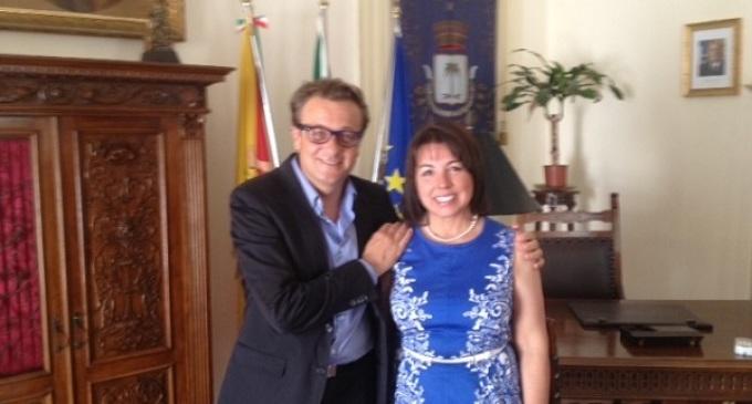 Castelvetrano: il Sindaco riceve la Presidente dell'Associazione Educatori Americani
