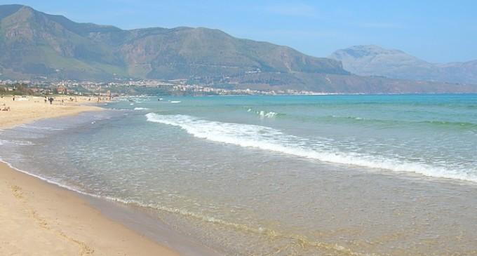 Alcamo Marina: trovato un cadavere in spiaggia, si attende identificazione