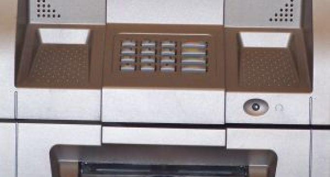 Marsala: tentano di rapinare un bancomat con un ordigno
