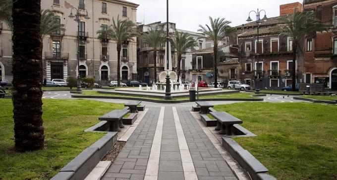 Catania: palma sradicata dal vento colpisce e uccide una donna