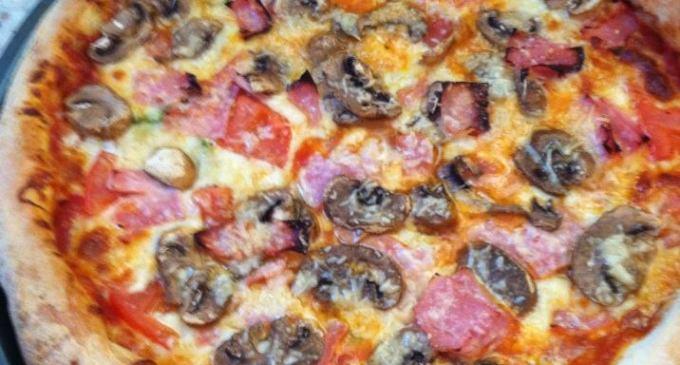 Trova un chiodo dentro una pizza, i Nas chiudono un panificio nel catanese