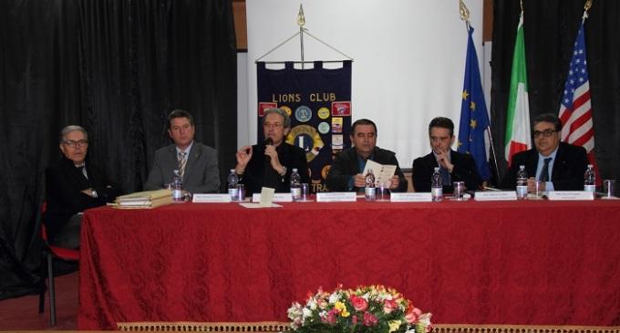 """Il Lions di Castelvetrano al seminario su """"Impresa, fisco e riciclaggio"""" al Ferrigno"""