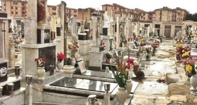 Castelvetrano: cimitero nel mirino dei ladri, furti a raffica