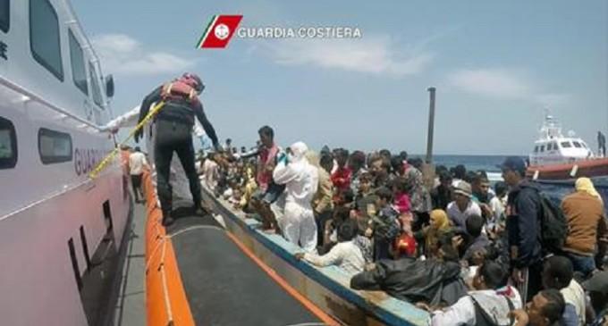 A Palermo nave con 717 migranti e 12 morti