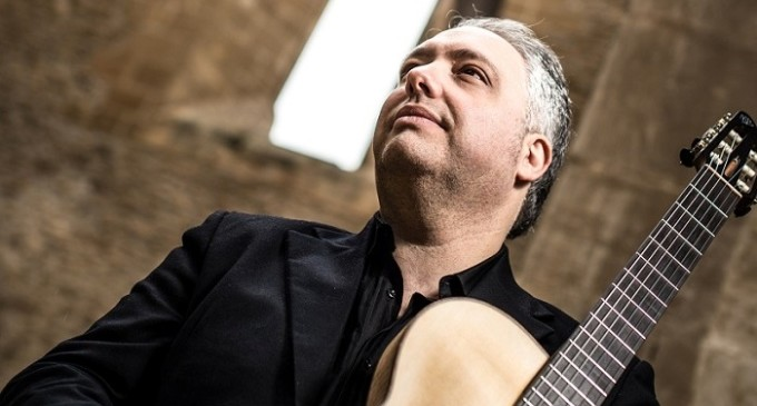Francesco Buzzurro venerdì all'alba in concerto al Teatro Greco di Segesta