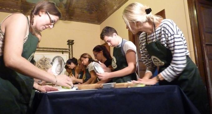 """Piatti tradizionali, incontri per bambini e lezioni di pasticceria: tre incontri al centro """"Nuara"""""""