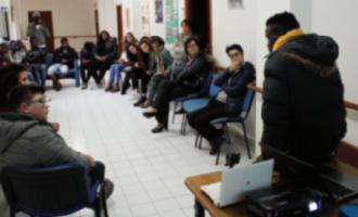 """""""Lezioni di integrazione"""" al centro SPRAR di Marsala in compagnia dei ragazzi del Liceo """"P. Ruggieri"""""""