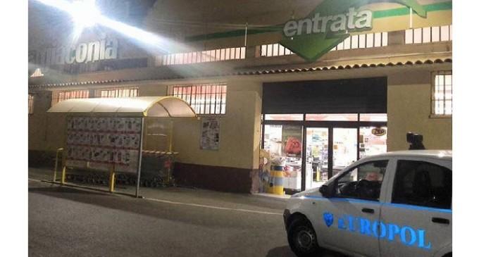 Palermo: scatta l'allarme al supermercato e i ladri fuggono