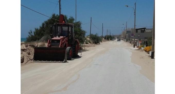 Al via l'intervento di rimozione della sabbia dal lungomare di Tre Fontane