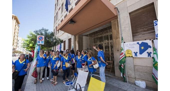 A rischio il lavoro di 65 ausiliari ospedalieri: stamattina sit in davanti l'Asp