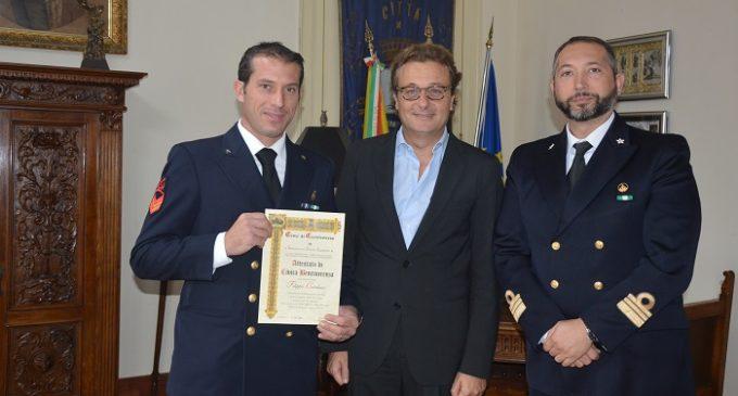 Castelvetrano: un attestato di civica benemerenza al Sottocapo Filippo Catalano che ha salvato due vite in mare