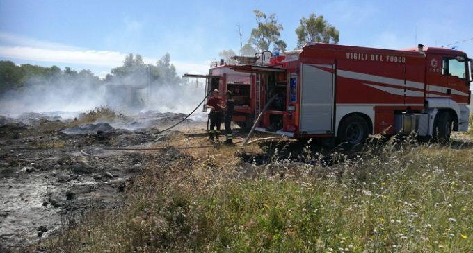 Salemi, incendio alla discarica di Capitisseti. Sul posto i VV.FF. di Salemi