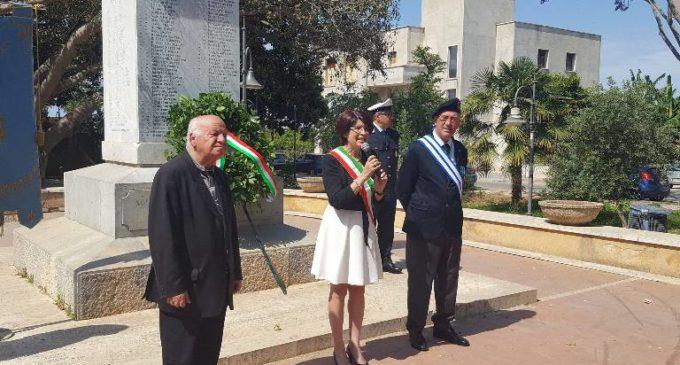 Campobello, una corona d'alloro sul Monumento del Milite Ignoto