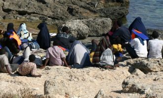 Tredicimila clandestini in pochi giorni: il patto con la Libia che fa acqua
