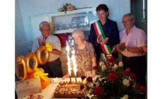 Cento candeline per la signora Anna Pantaleo: gli auguri del sindaco Castiglione alla nuova centenaria di Campobello