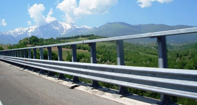 Autostrada A 29, auto precipita dal viadotto. Distrutta una famiglia