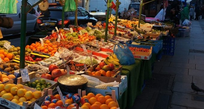 Castelvetrano, sequestrati 385 chili di frutta e ortaggi. Multato un ambulante