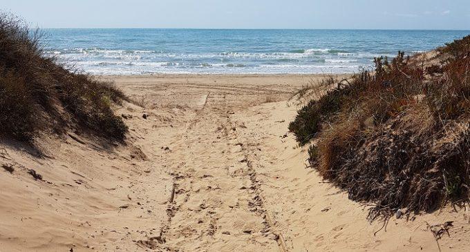 Rubati sei scivoli per l'accesso dei disabili alla spiaggia di Tre Fontane