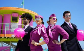 Viaggi gratis e stipendio da 8 mila euro. L'incredibile offerta di Wow air