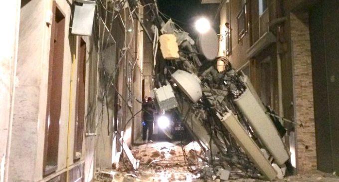 Castelvetrano, scirocco: grande antenna crolla in strada
