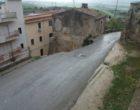 Salemi, cede tratto di via Cremona. Danneggiate due auto